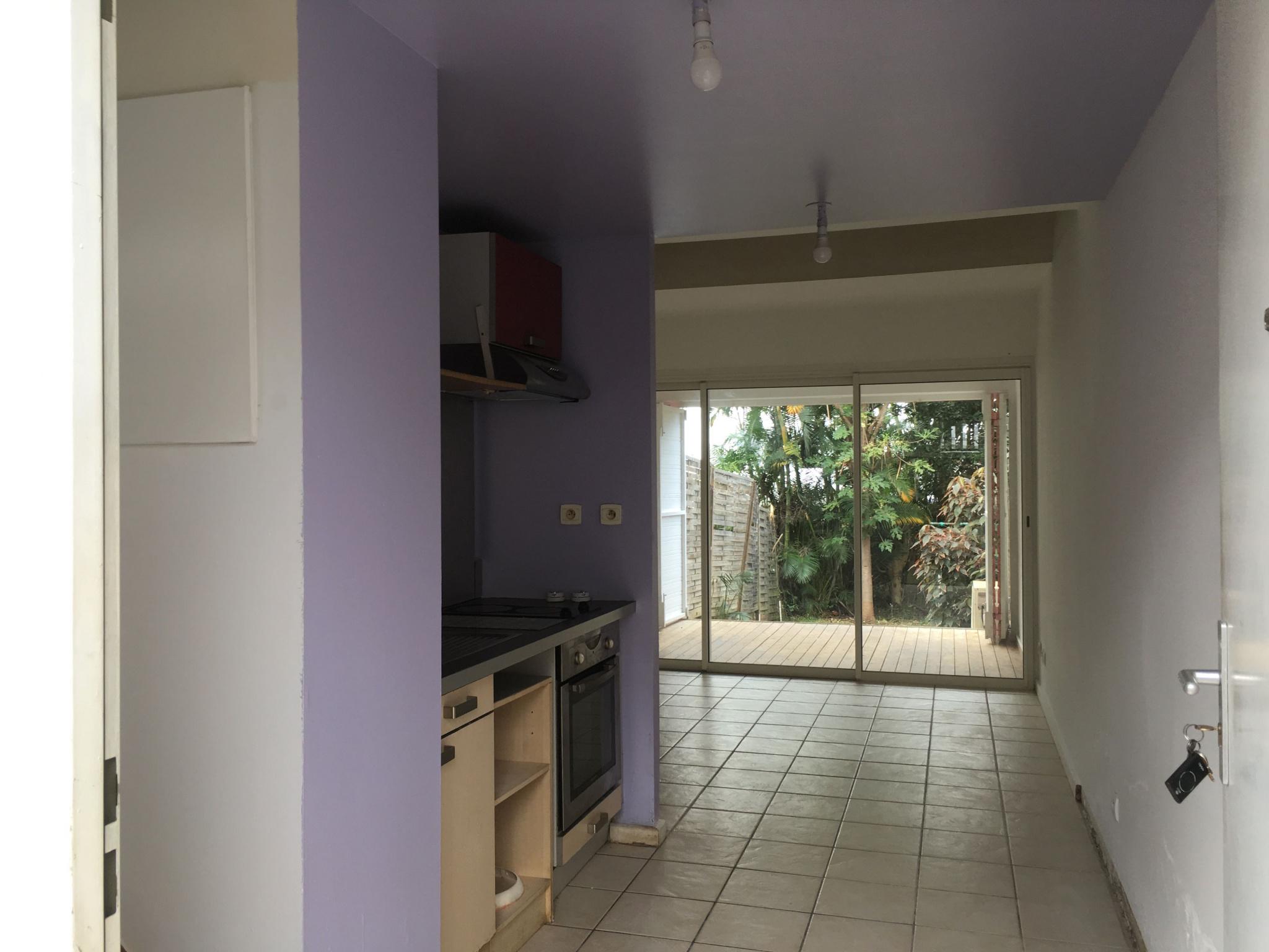 Entrée, cuisine, salle à manger, varangue, jardin